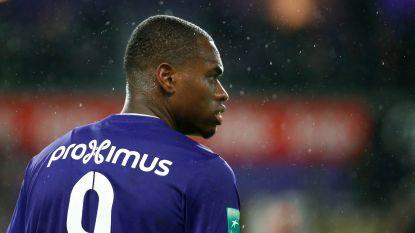 """Spitsen Anderlecht: """"Een topploeg als Anderlecht die op zo'n veld moet spelen, dat is toch bizar"""""""