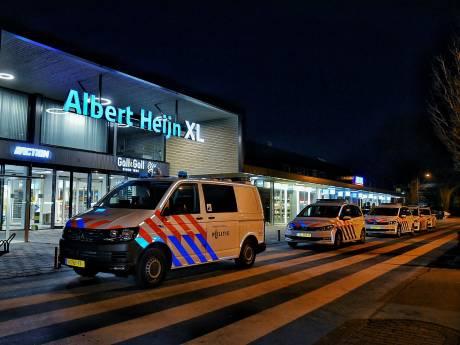 Man schreeuwt 'ik heb een bom!' in Albert Heijn XL in Tilburg, politie rukt groots uit