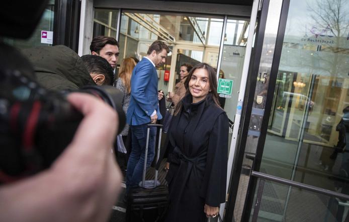 Rossana Kluivert arriveert met haar advocaat Royce de Vries bij de rechtbank voor een kort geding tegen het programma Opgelicht?! van AvroTros