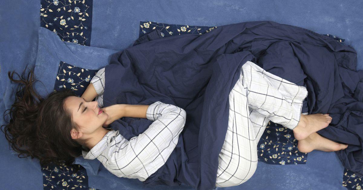 De verrassende reden waarom op je zij slapen gezond is for Baby op zij slapen kussen