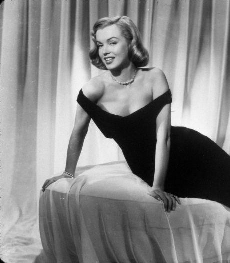 Un mouchoir de Marilyn Monroe vendu 300.000 euros aux enchères