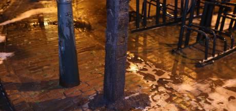 Plastic paaltje vliegt in brand voor Blokker-filiaal in Oirschot