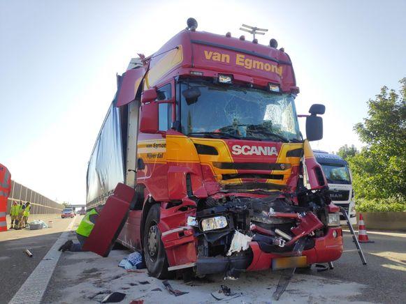 In de staart van de file vond vlak bij de oprit van Beervelde nog een ongeval plaats.