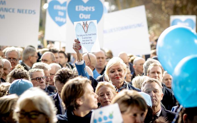 Tienduizenden medewerkers ondertekenden een petitie voor de herbenoeming van hun topman op het hoofdkantoor van KLM.