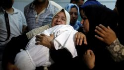 Geweld in Gaza: Palestijnse baby omgekomen na inademen van traangas, opnieuw hevige protesten verwacht