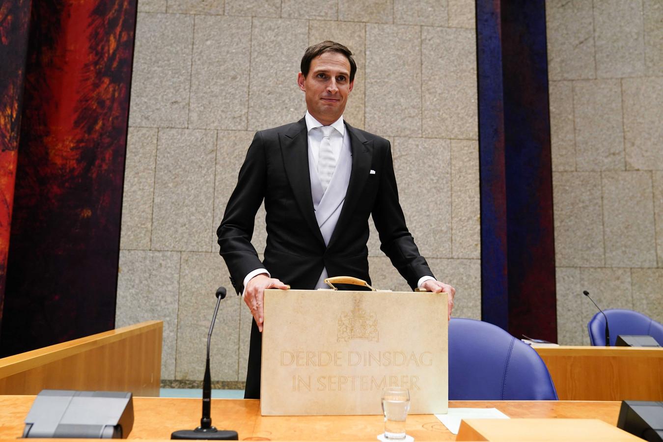 Minister Wopke Hoekstra van Financiën presenteerde op Prinsjesdag in de Tweede Kamer het koffertje met de rijksbegroting en miljoenennota
