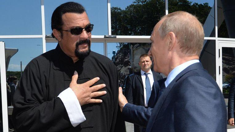 De Amerikaanse acteur Steven Seagal en de Russische president Vladimir Poetin. Beeld anp