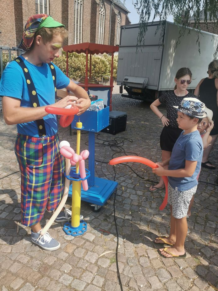 Jurre Cornelius uit Schijndel met zijn ballon op de Kinderspeelplaats in Schijndel.