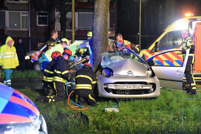 Bij het ongeval op 30 april op de Rueckertbaan in Tilburgkwamen twee inzittenden om het leven en raakte de derde zwaargewond.