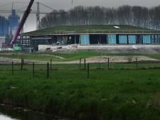 Groen golfclubhuis verrijst langs kanaal bij Vianen
