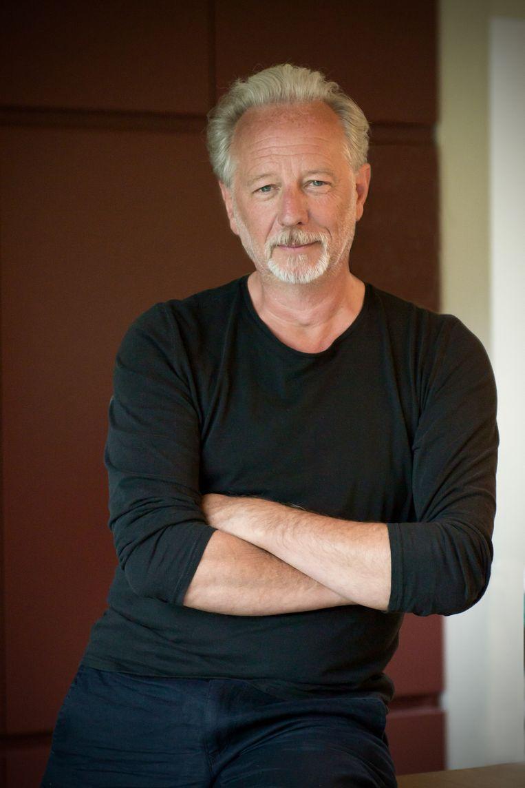 Stefan Hertmans: 'Ik moest proberen te achterhalen wat er is gebeurd in die kamers.'   Beeld Marc Brester