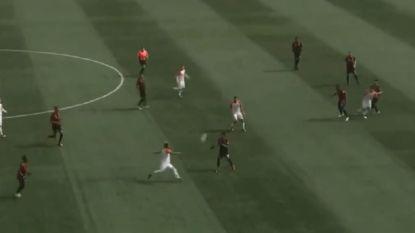 In de voetsporen van Ibrahimovic: Amerikaanse voetballer pakt uit met schitterende volley