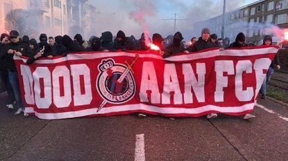 LIVE: 'Dood aan FCB': Club krijgt warm welkom van gemaskerde Antwerpfans - Clasie speelt, Nakamba niet