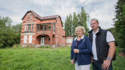 """Eigenaars Villa Vogelenzang na tweede brand: """"Elke droom om het huis te renoveren is nu letterlijk in rook opgegaan"""""""