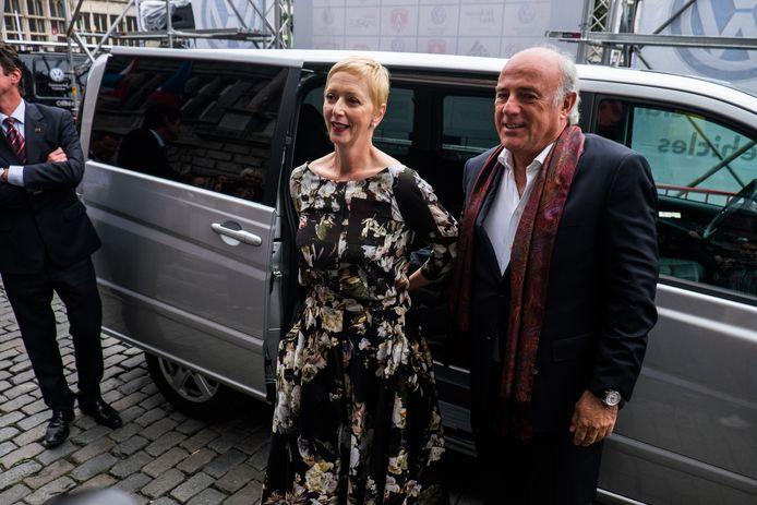Fabienne Arras en Herbert Flack net voor ze elkaar het jawoord geven op het  Antwerpse stadhuis in 2014.