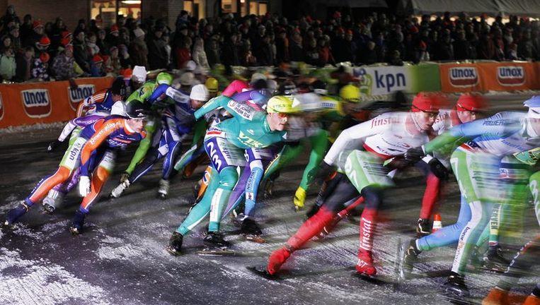 Beel van de eerste schaatsmarathon op natuurijs van het seizoen, in Noordlaren. Beeld null