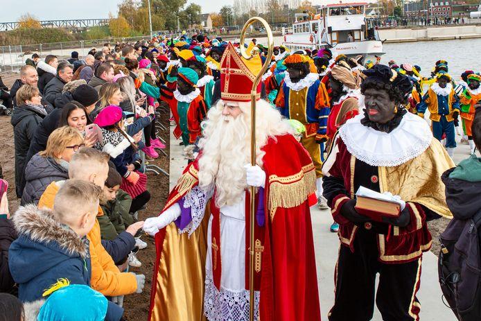 De intocht van Sinterklaas trekt altijd honderden bezoekers in Roosendaal. Dit jaar gaat de intocht vanwege het coronavirus echter flink op de schop: Sinterklaas maakt zelf een rondrit door de stad.