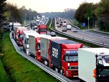 Extra weginspecteurs Rijkswaterstaat voor 'kamperende' truckers aan A67