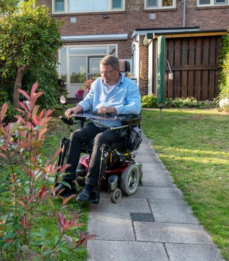 Harry rijdt rond in levensgevaarlijke rolstoel: 'Ik heb al een auto geraakt'