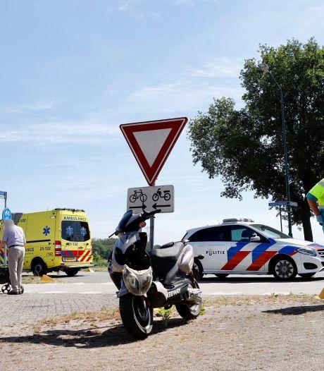 Bestuurster scooter gewond bij aanrijding door auto in Mill