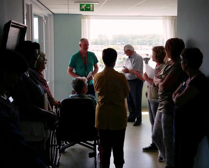 Woonzorgcomplex De Hooge Platen krijgt bezoek van de Veiligheidsregio Zeeland (VRZ).