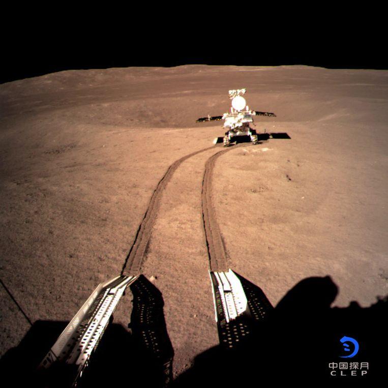 Het robotvoertuig 'Jade Rabbit 2' heeft de Chinese ruimtesonde Chang'e verlaten.