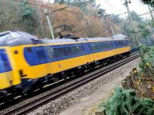 Een uur treinvertraging tussen Zwolle en Amersfoort vanwege een voorwerp op het spoor