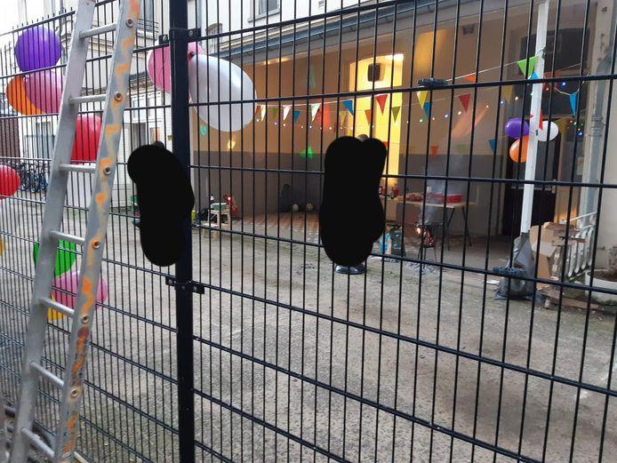 De politie heeft zaterdagmiddag ingegrepen bij een tuinfeest in de Arnhemse binnenstad.