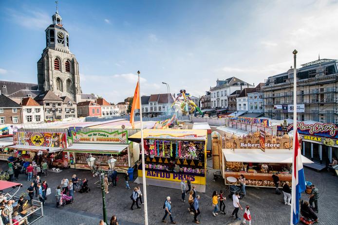 De  najaarskermis keerde in 2017 terug in de stad. Nu komt er aan de Grote Markt een prijskaartje te hangen. Van 2500 euro per dag.