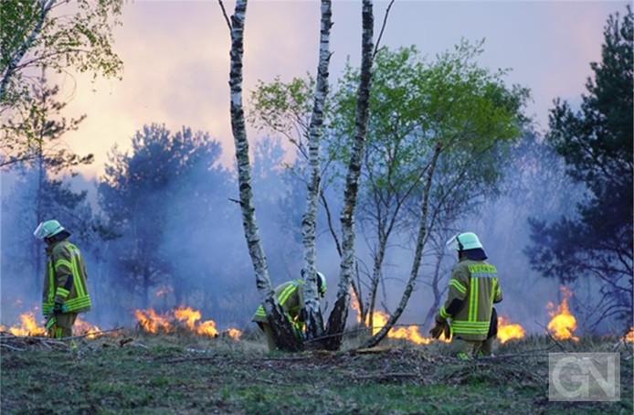 Brandweermensen in actie.