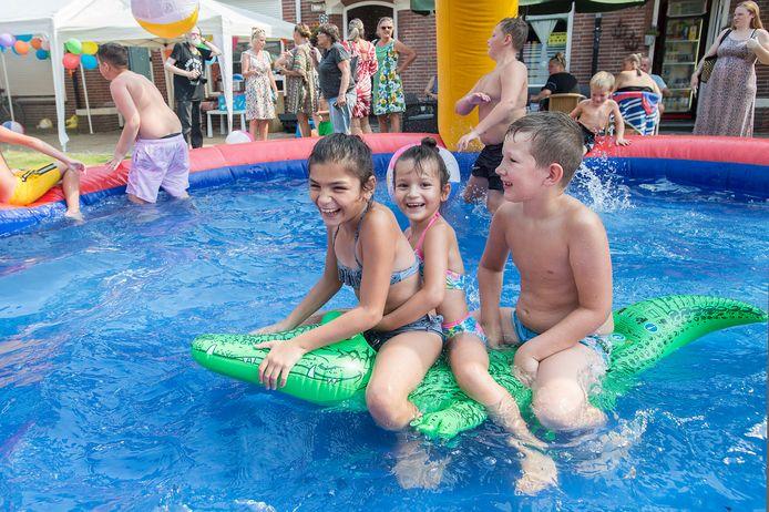 BREDA - Dikke pret afgelopen zomer in de vakantiestraat van de Ahornstraat.