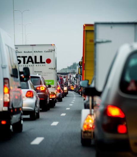 Drukke ochtendspits in Utrecht, ongeval tussen meerdere voertuigen bij Houten