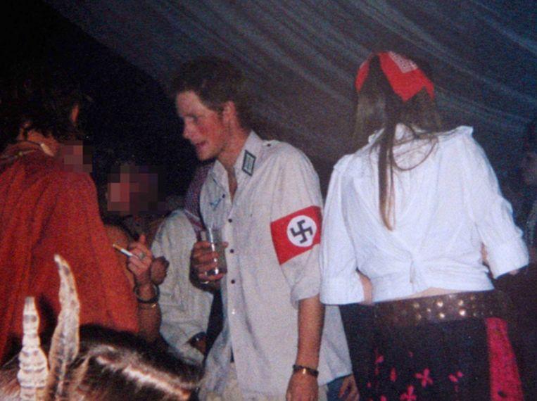 Prins Harry hield in zijn jonge jaren van blowen, alcohol en feesten.