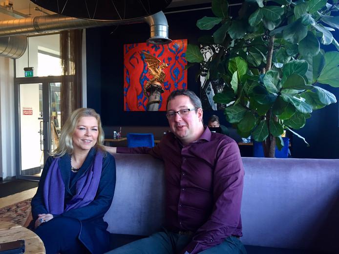 CDA-er René Peters en Kamerlid Madeleine van Toorenburg treffen elkaar in de Gruyterfabriek in Den Bosch.
