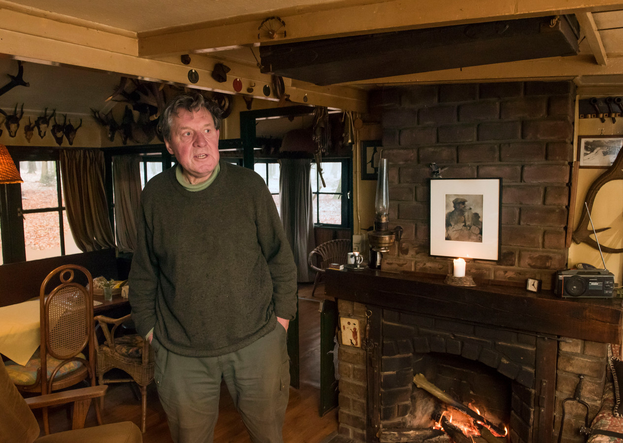 Kees van der Wal in de jachthut van zijn oom Arnold. ,,Hij was als een vader voor me. Leerde me alles over de natuur.''