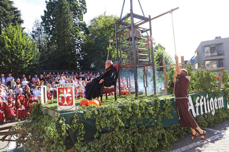 Tractorvereniging De Boerkes uit Affligem brachten de bekende abdij van Affligem in herinnering.