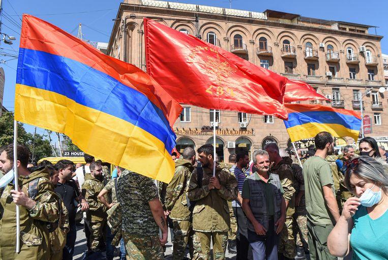 Vrijwilligers van de Armeense revolutionaire Federatie melden zich zondagom naar het front te trekken. Beeld EPA