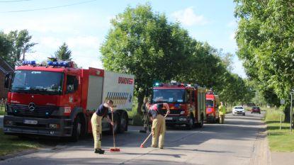Brandweer ruimt kiezelsteentjes in Doorsteekstraat