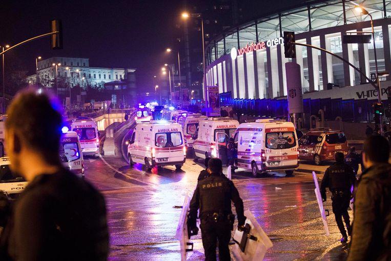 In december 2016 ontploften twee bommen gelijktijdig nabij de Vodafone Arena van voetbalclub Besiktas (archiefbeeld).