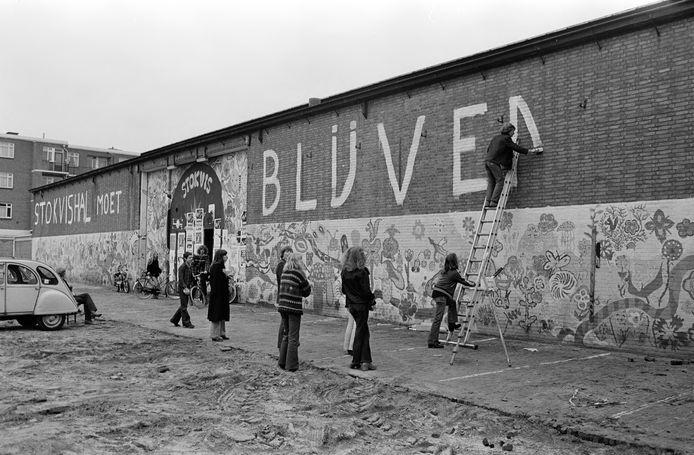 Op 13 maart 1977 werd de eerste protestactie gehouden tegen de toen al dreigende sluiting van de Stokvishal onder het motto 'Stokvishal moet blijven'.