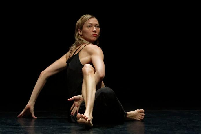 De Tilburgse danseres Sabine Molenaar is zondag aanwezig bij Theaters Tilburg tijdens een gratis  evenement vol met dansvoorstellingen.