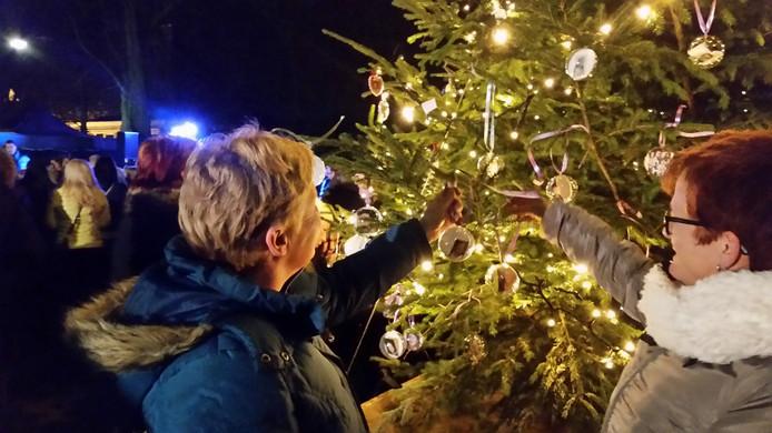 De Herinneringsboom is voor het derde jaar op rij te bezoeken aan de Berghemseweg in Oss, tegenover café 't Berghje.