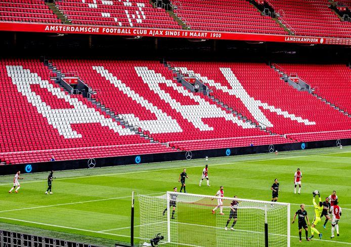 Een sfeerloze Johan Cruyff Arena tijdens de voorbereiding bij Ajax - RKC.