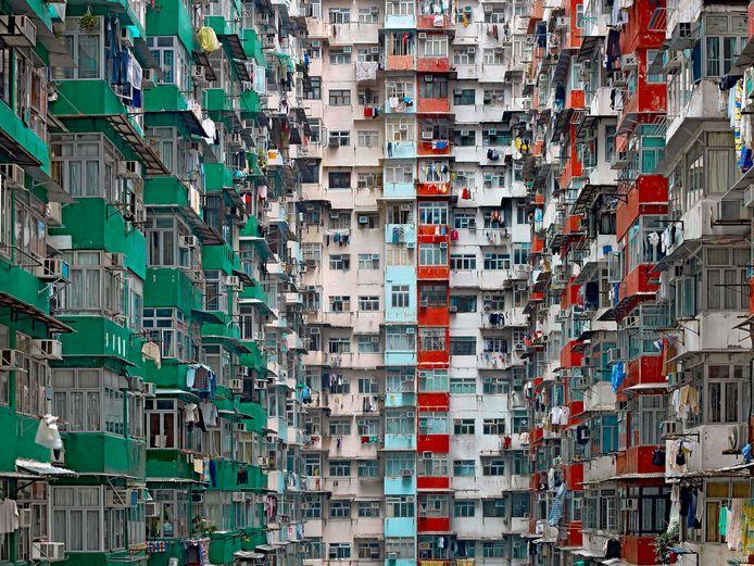 Michael Wolf richt zijn camera op hoogbouw in zijn thuisstad Hongkong en maakt er abstractie figuren van.