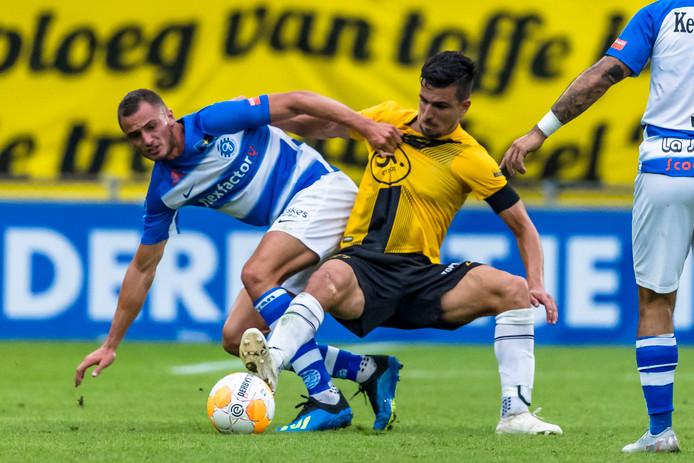Jordy Thomassen (links), die zaterdagavond tegen NAC Breda zijn debuut maakte in de eredivisie, behoort maandagavond ook tot de selectie van Jong De Graafschap.
