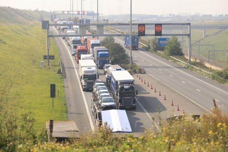 Het inhaalverbod voor vrachtwagens werd sinds gisteren opgeheven.