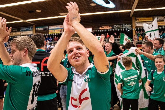 Plezier bij Gramsbergen, dat dit jaar de finaledag haalde van het Protos Weering zaalvoetbaltoernooi.