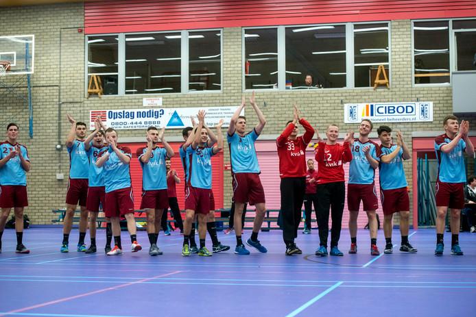 Feestje voor de handballers van DFS Arnhem: de play-offs zijn gehaald.