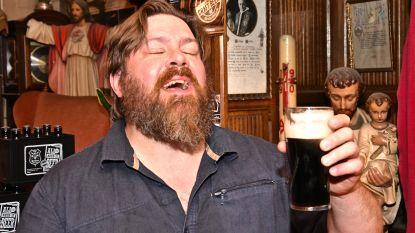"""""""Was ik niet met de auto, dan bestelde ik meteen tien glazen Guinness van 't vat"""": puur genot tijdens nachtelijke heropening brouwpub The Mash"""