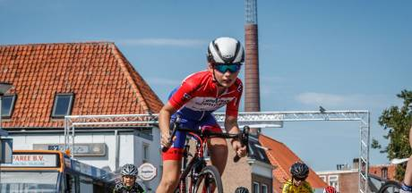 Jonge renners trotseren de hitte op de Gedempte Haven in Bergen op Zoom